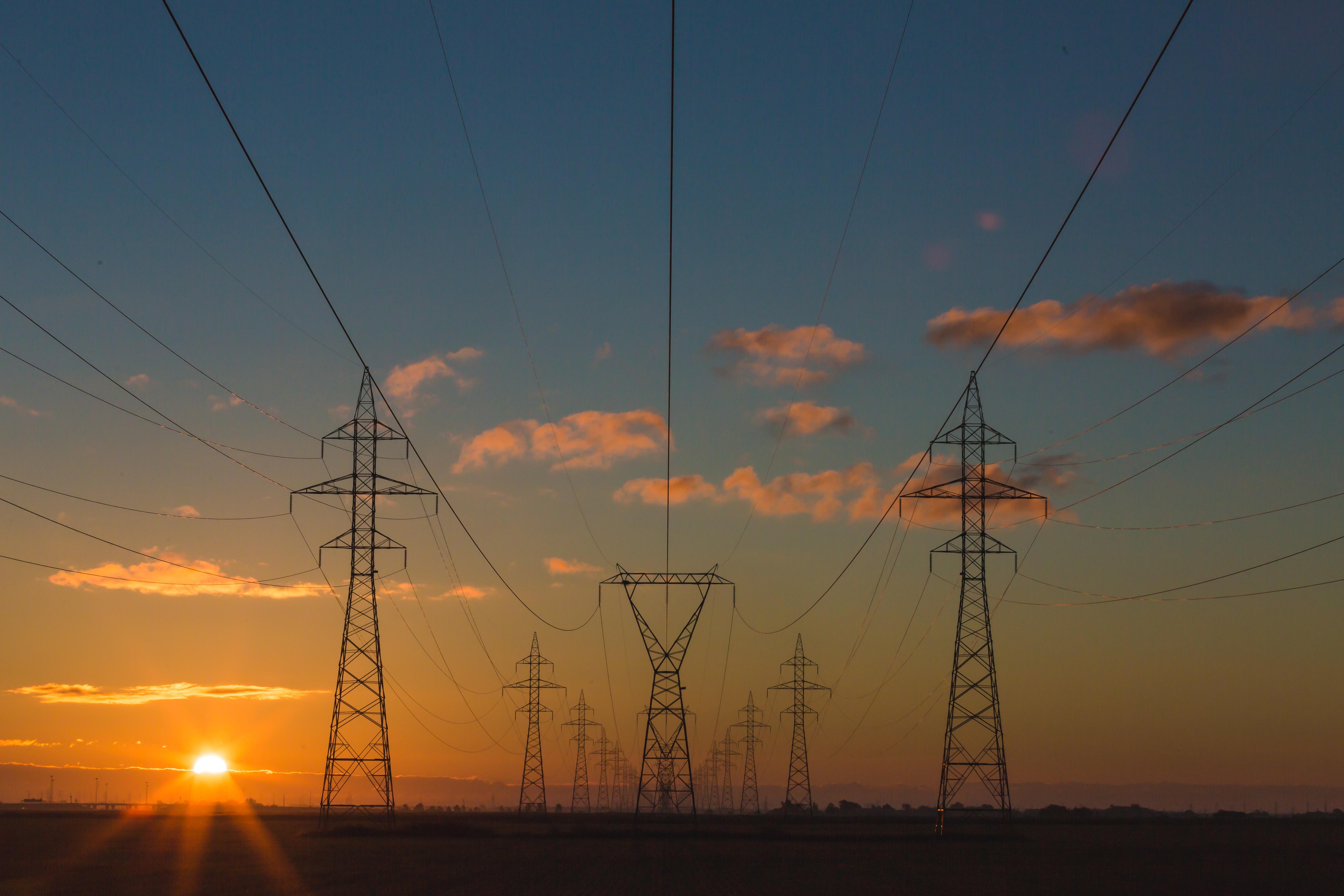 Piața internă a energiei: Comisia solicită ROMÂNIEI să transpună corect normele UE