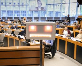 Roboţii, în atenţia Parlamentului