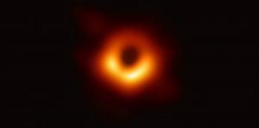 Oameni de știință finanțați de UE dezvăluie prima imagine cu o gaură neagră