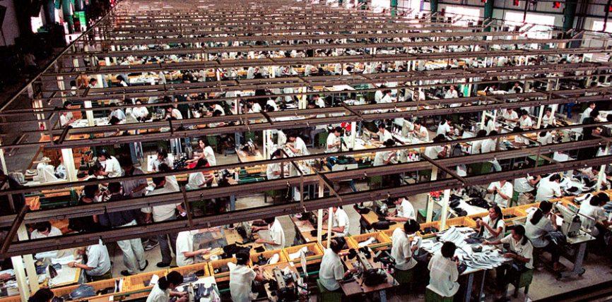 Sunt tratați corect muncitorii care produc hainele pe care le purtați?