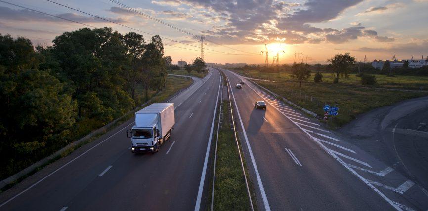 Siguranța rutieră: norme noi pregătesc calea spre o mobilitate curată, conectată și automatizată pe drumurile europene